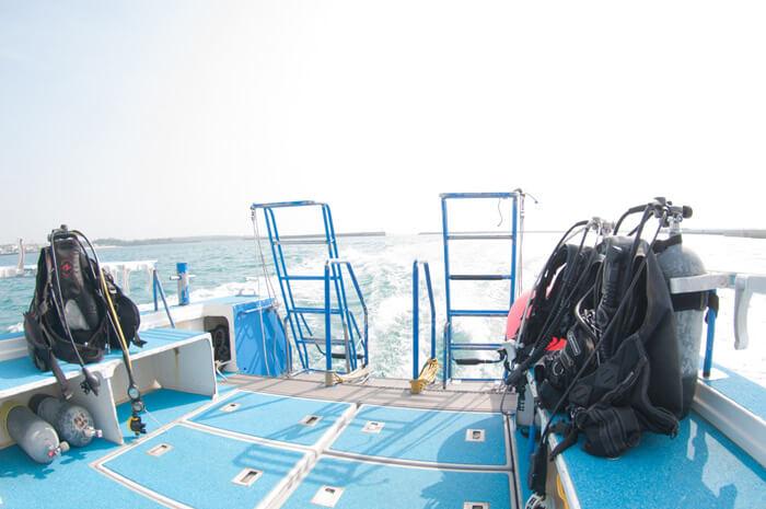 タンクホルダーとエントリー、エキジット用のハシゴ。快適にダイビングができます。