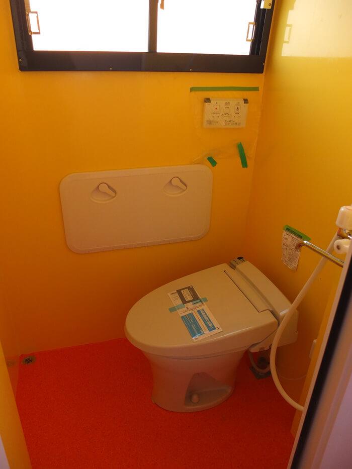 ウォシュレット、シャワー付き女性専用トイレ。